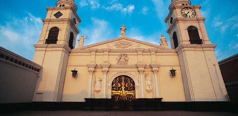 Catedral en Ica por tours lima peru en Ica