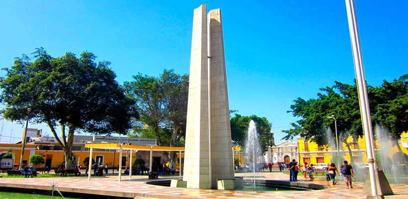 Visita la plaza de armas en Ica por tours lima peru en Ica