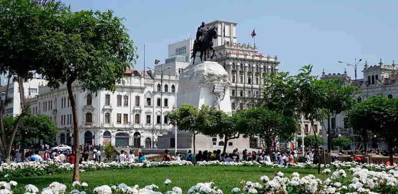Haciendo Turismo en Lima: Conociendo la Plaza San Martin