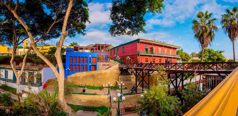 Haciendo Turismo en Lima: Cruzando el Puente de los Suspiros